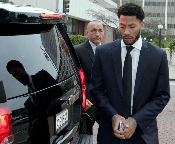New York Knicks' Derrick Rose arrives at Federal