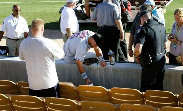 Tim Tebow Prays for Fan Suffering Seizure in Arizona Fall League Debut