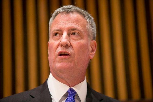 New York City Mayor Bill de Blasio keeps