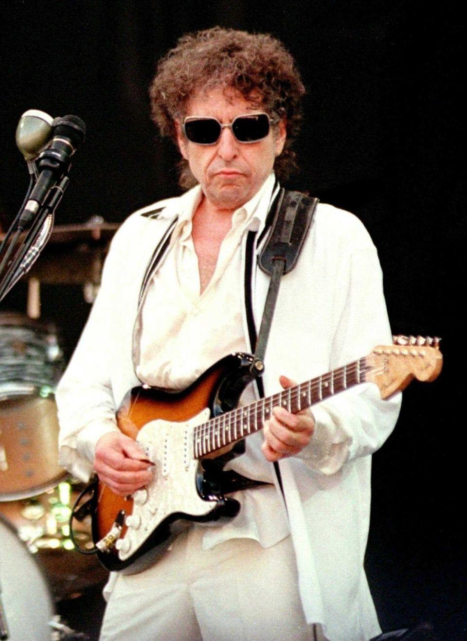 Bob Dylan performs July 11, 1998, at a