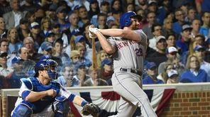 Mets second baseman Daniel Murphy homers during Game
