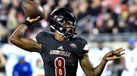 Louisville's Lamar Jackson (8) attempts a pass during