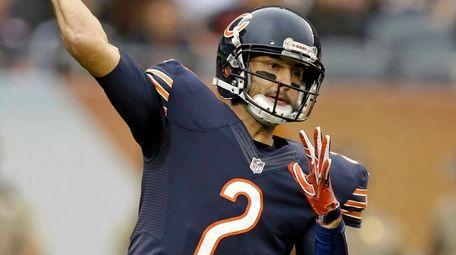 Chicago Bears quarterback Brian Hoyer (2) throws against