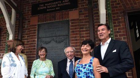 Former Glen Cove Mayor Joseph Suozzi, center, and