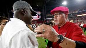 Arizona Cardinals head coach Bruce Arians, right, greets