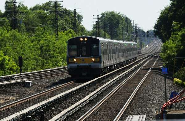 A LIRR train comes into Floral Park station