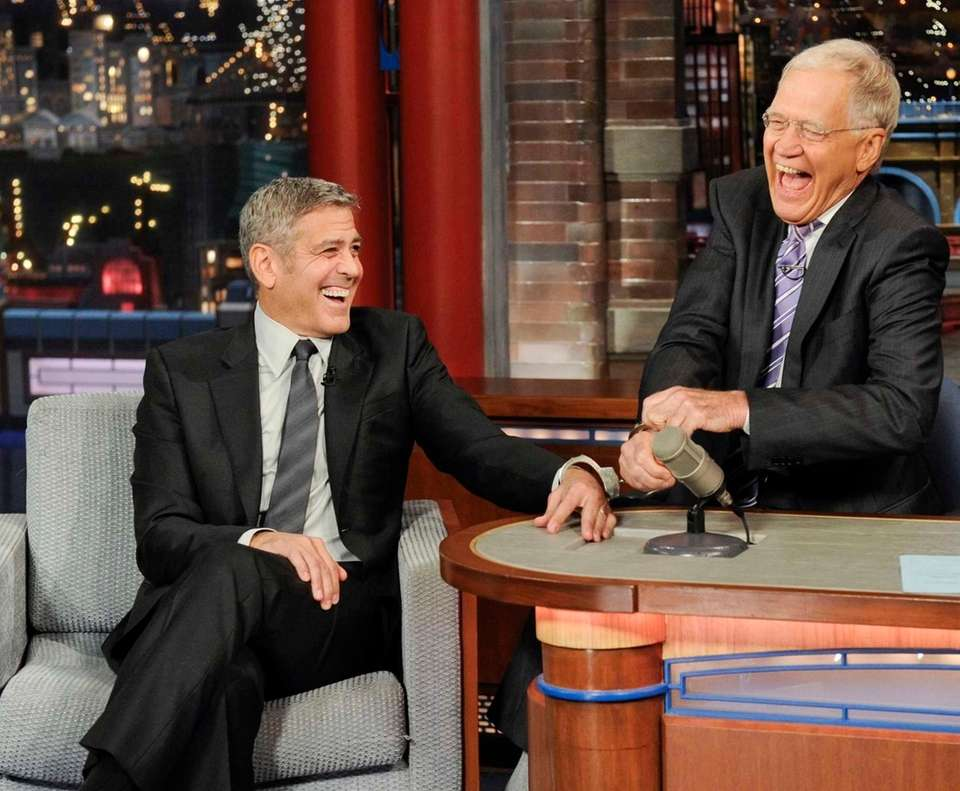 George Clooney handcuffs himself to David Letterman on