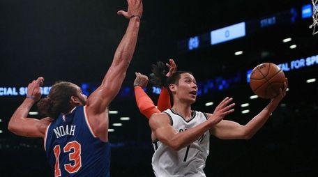 Jeremy Lin #7 of the Brooklyn Nets goes