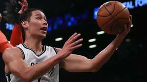Jeremy Lin of the Nets goes up
