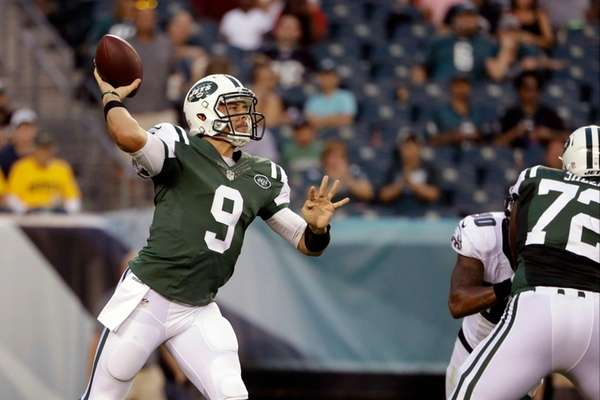 The New York Jets' Bryce Petty passes during