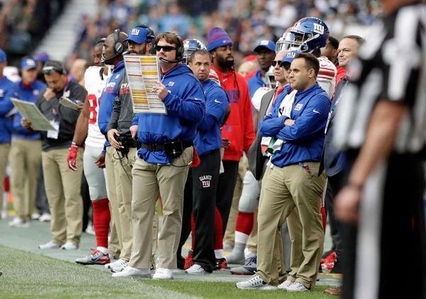 New York Giants head coach Ben McAdoo, centre,