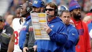New York Giants head coach Ben McAdoo, centre,