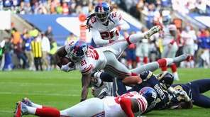 Landon Collins of the New York Giants scores