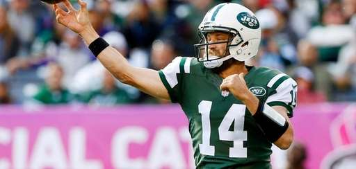 Ryan Fitzpatrick of the New York Jets throws