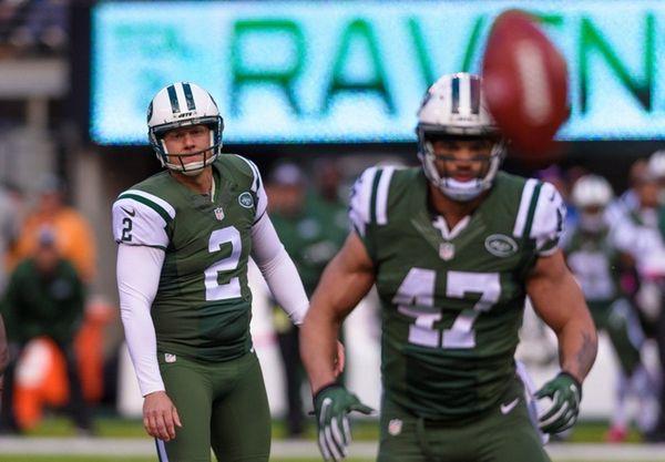 New York Jets kicker Nick Folk (2) watches