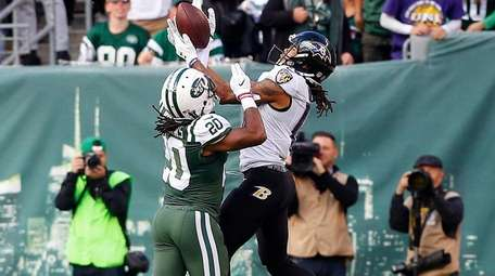 Marcus Williams of the New York Jets defends