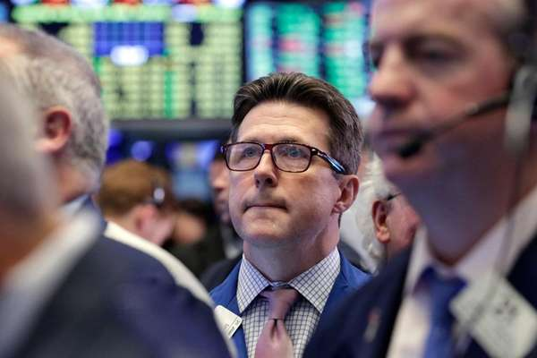 James Matthews, center, works with fellow traders on