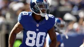 EAST RUTHERFORD, NJ - SEPTEMBER 25: Victor Cruz