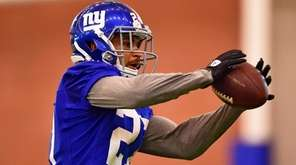 New York Giants safety Darian Thompson (27) makes