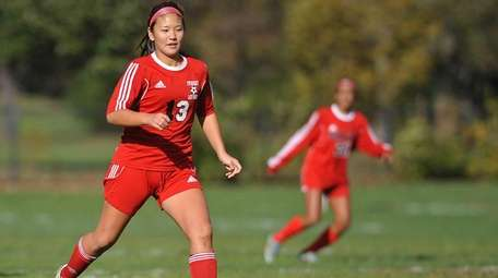 Lauryn Shin of Syosset chases after a loose
