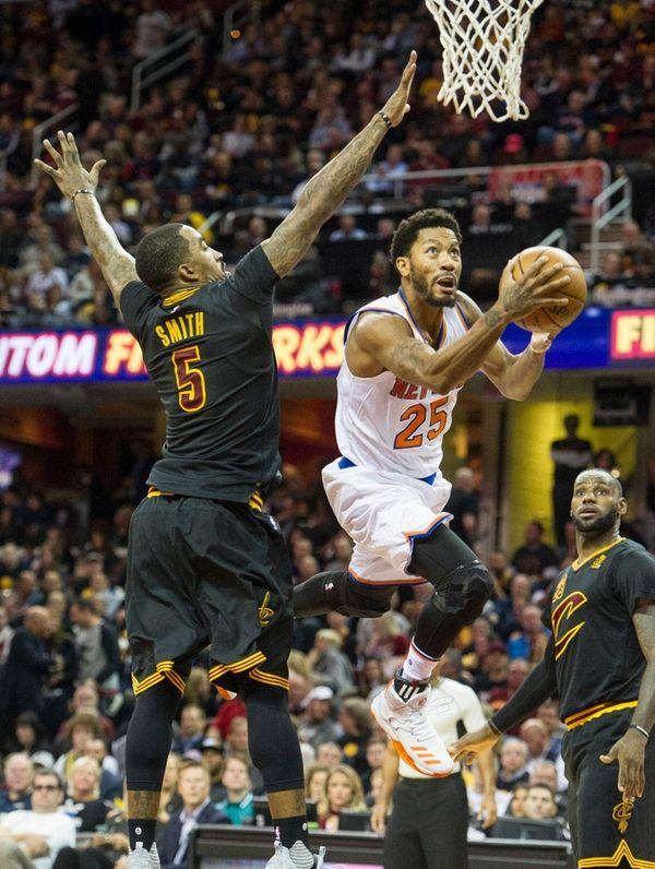New York Knicks' Derrick Rose drives past Cleveland