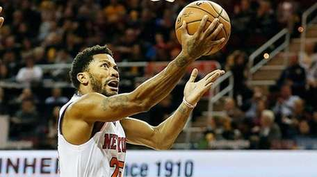 The New York Knicks' Derrick Rose puts up