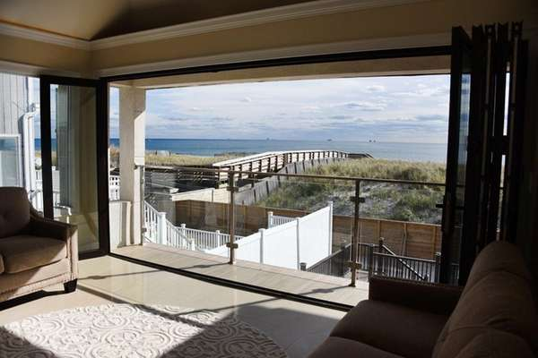 This oceanfront home in Long Beach has accordion