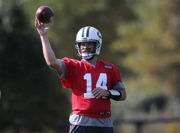 New York Jets quarterback Ryan Fitzpatrick throws during