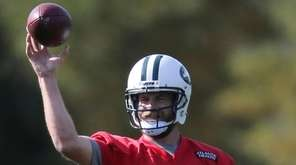 New York Jets quarterback Ryan Fitzpatrick throws during