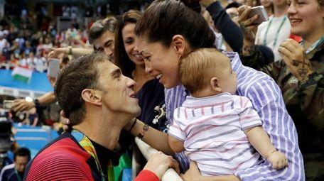 USA's Michael Phelps celebrates winning his gold medal