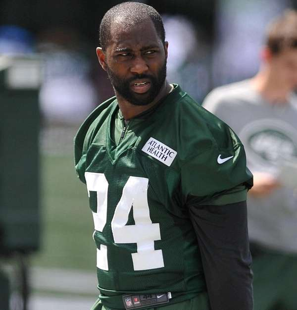how tall is darrelle revis