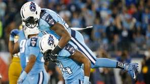 Tennessee Titans outside linebacker Brian Orakpo (98) celebrates