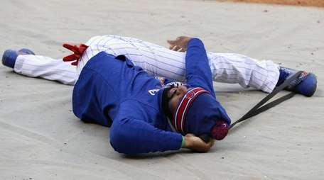 Jason Heyward #22 of the Chicago Cubs stretches