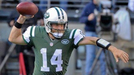 New York Jets quarterback Ryan Fitzpatrick throws on