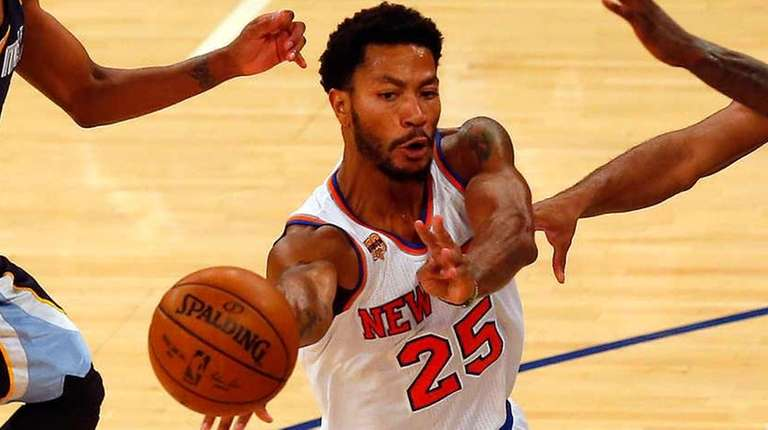 Derrick Rose of the New York Knicks dishes