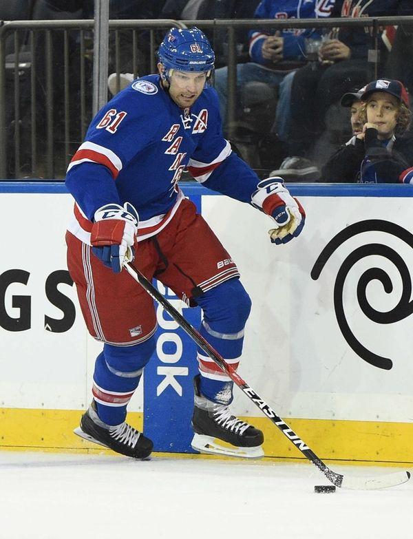 New York Rangers right wing Rick Nash skates