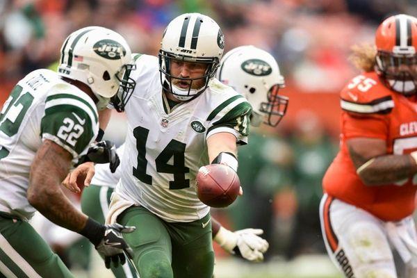 New York Jets quarterback Ryan Fitzpatrick hands off
