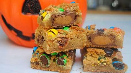 Halloween candy blondies and more recipes to make