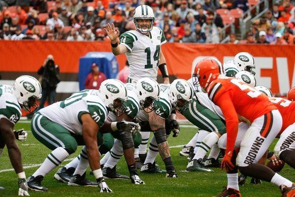 Jets quarterback Ryan Fitzpatrick calls signals in