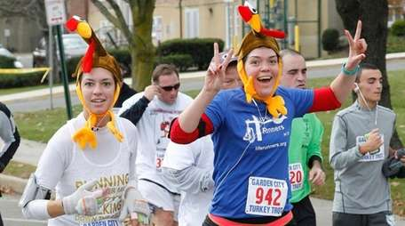 Runners in the 2015 Garden City Turkey Trot