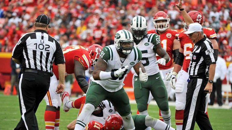 New York Jets lineman Sheldon Richardson celebrates after