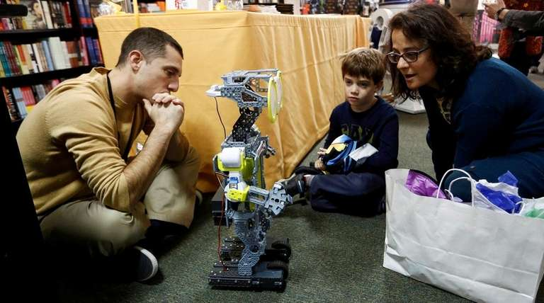 Barnes & Noble's Mini Maker Faire events include