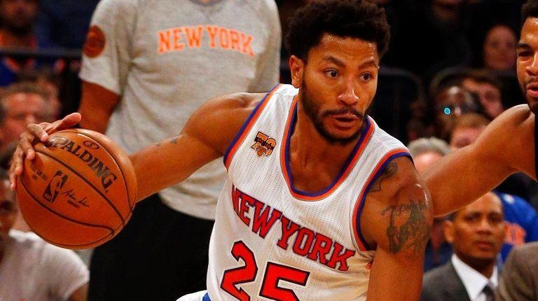 Derrick Rose of the New York Knicks drives