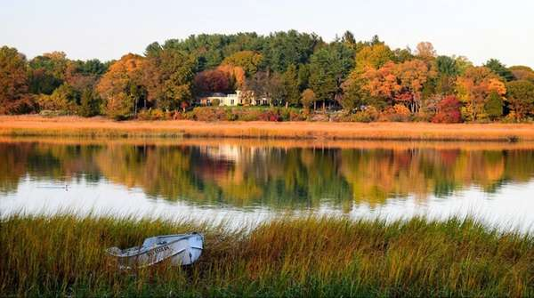 The fall foliage turns color along the Nissequogue