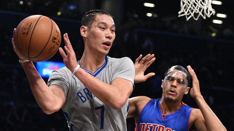 Nets guard Jeremy Lin passes the ball ahead