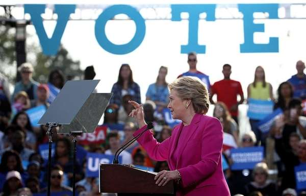 Hillary Clinton campaigns at Pitt Community College in