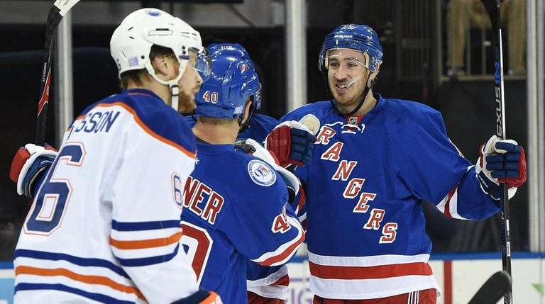 New York Rangers center Kevin Hayes, right, celebrates