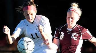 Garden City's Kate Farrell (8) kicks the ball