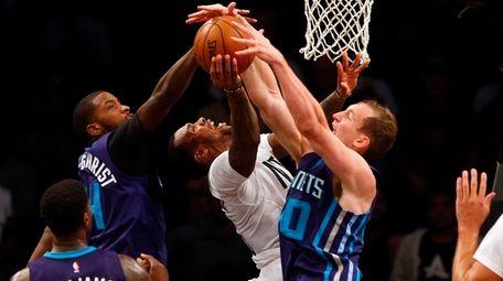 Sean Kilpatrick #6 of the Brooklyn Nets attempts