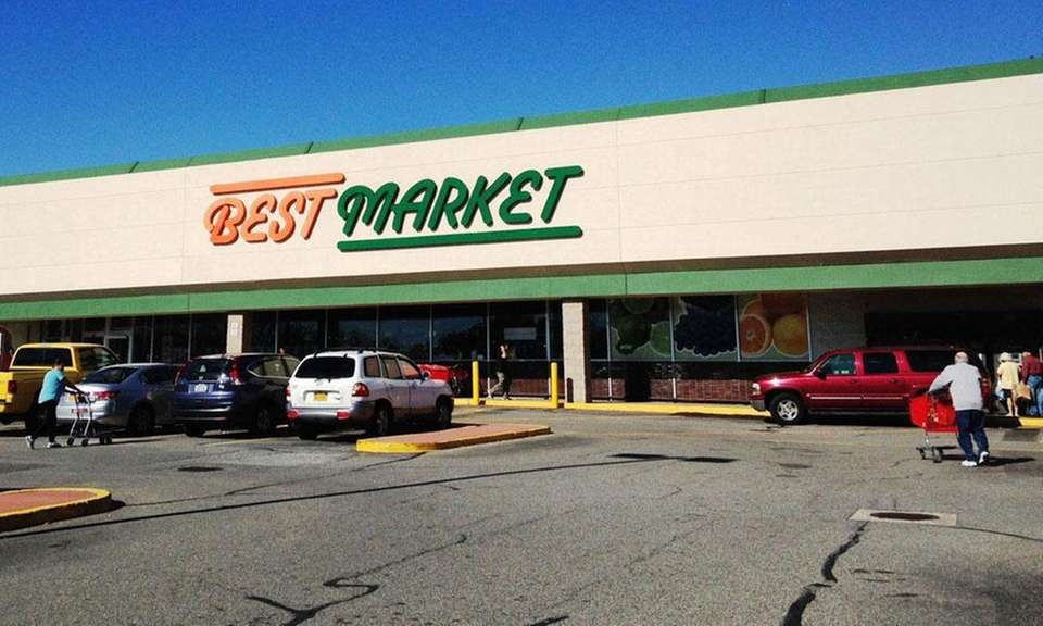 A new Best Market supermarket opened in a